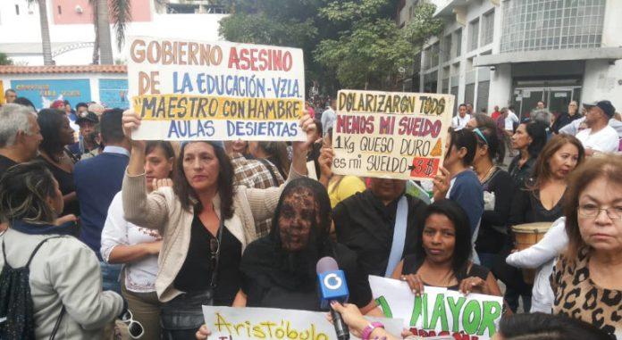Día del Maestro transcurre entre misas y protestas