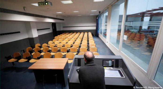 Con las aulas de clases vacías, Italia intenta contener la epidemia
