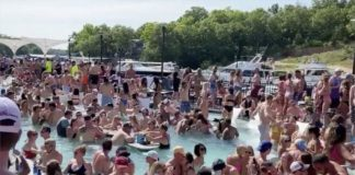 Vacacionistas se aglomeran en un conocido lago de Missouri | Foto: Reuters
