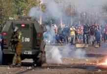 Manifestantes se enfrentaron a la policía para protestar por la falta de trabajo y de comida | Foto: Pablo Rojas, AFP