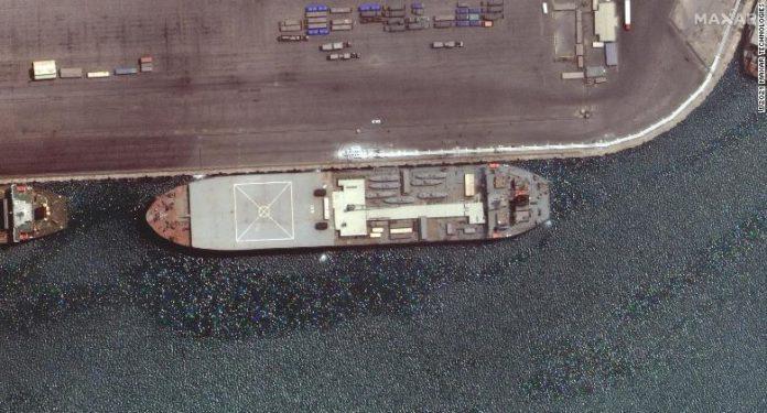 Siete botes pequeños de ataque rápido en cubierta. Foto: cortesía CNN