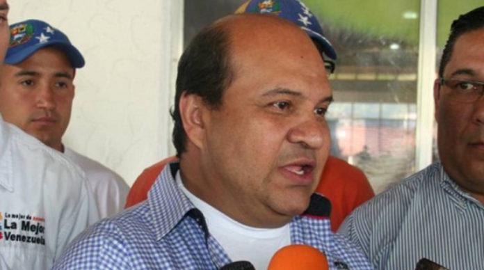 Dieron de alta al periodista Roland Carreño