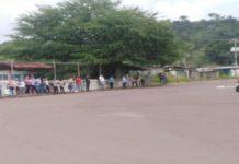 usuarios en las paradas del transporte público